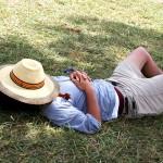 休日になると昼寝(二度寝)してしまい起きられないのは病気?
